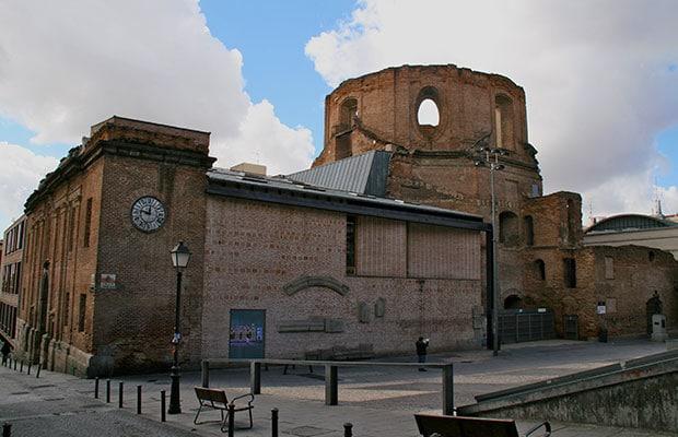 Fachada Iglesia de las Escuelas Pias de San Fernando restaurada, vista desde la esquina de la C/Mesón de Pareces, tomada desde la Plaza de Agustín Lara.